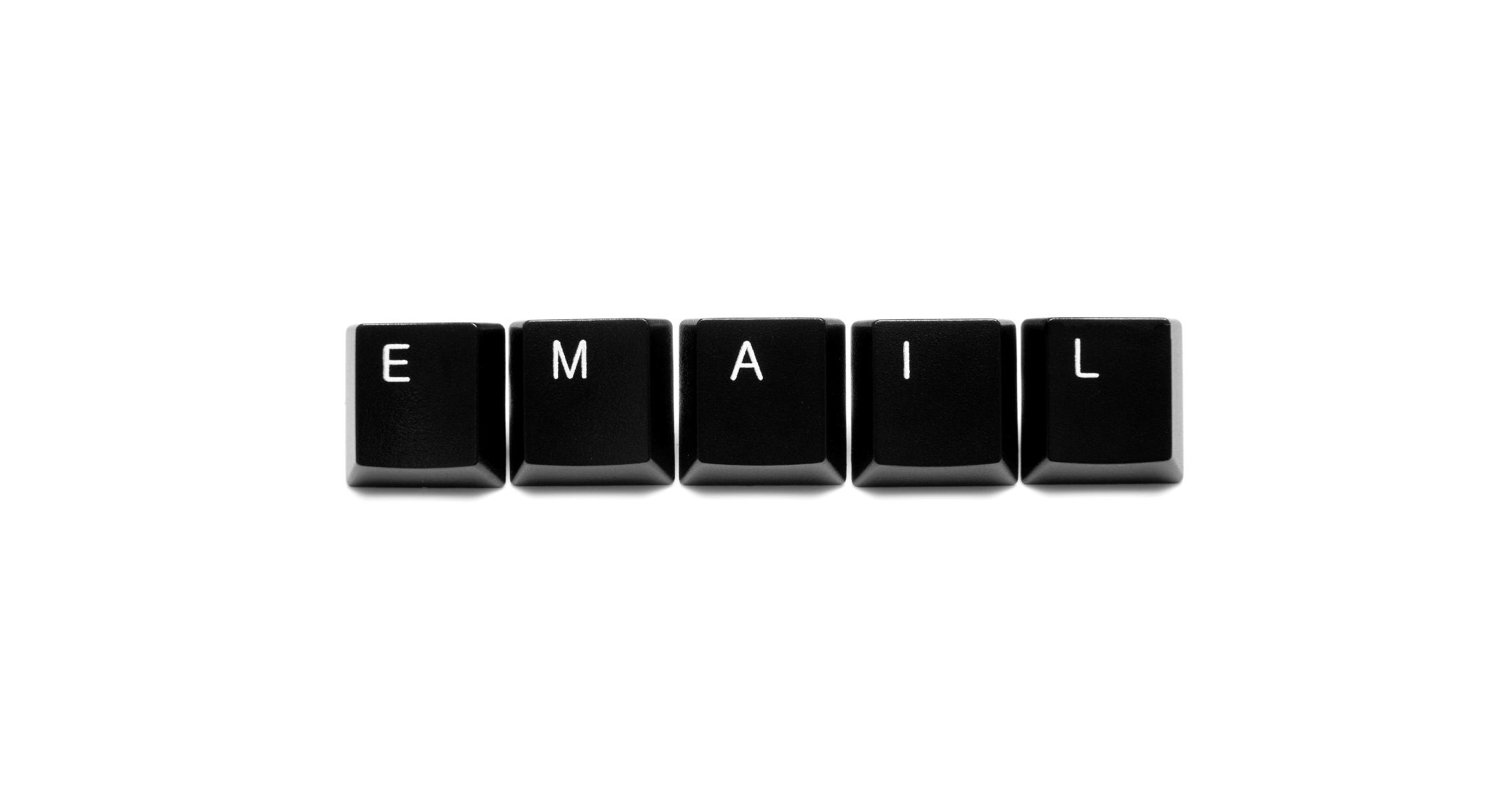 「気をつける」必要がない仕組みへ。一斉送信メールの誤爆をゼロにする